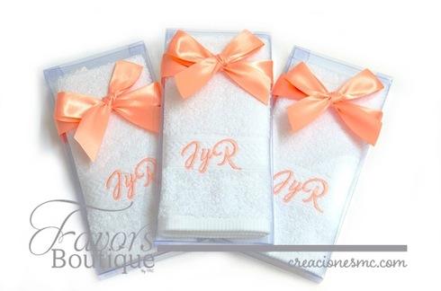 creaciones mc recuerdos boda Toallas bordadas en caja boda - Recuerdos Boda